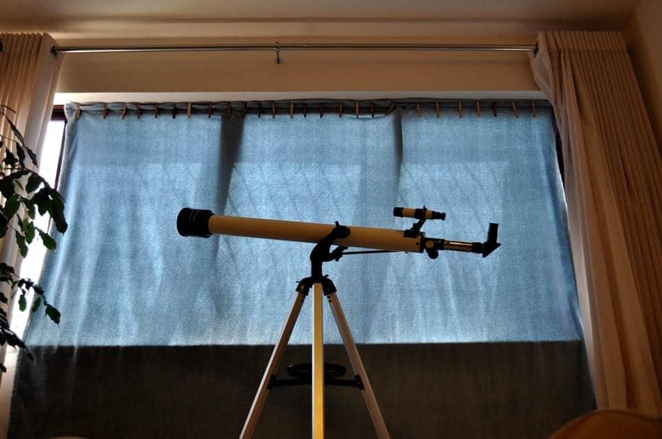Teleskop Refraktor für Kinder Fensternähe