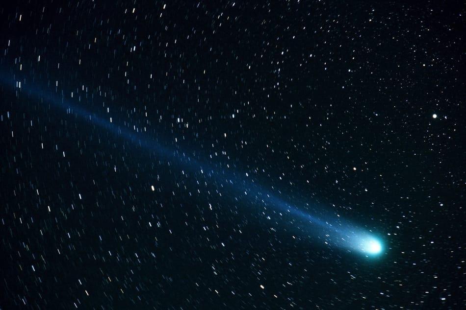 Komet mit blauem Schweif